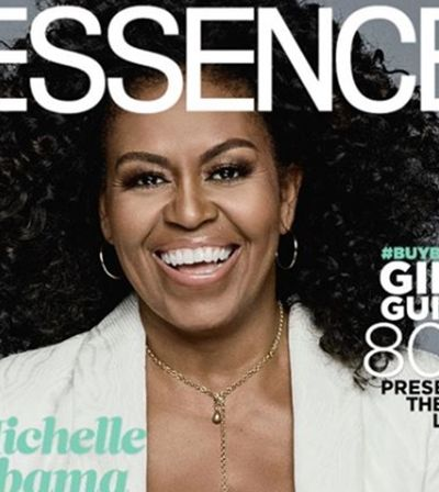 Michelle Obama revela cabelos naturais em capa de revista para alegria de fãs