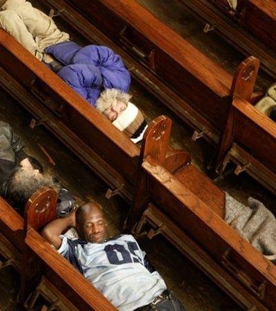 Igreja nos EUA abre as portas para pessoas em situação de rua dormirem