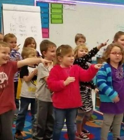 Zelador deficiente auditivo ganha parabéns de crianças em linguagem de sinais