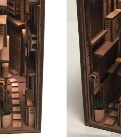 Apoios de livros esculpidos em madeira simulam as estreitas ruas de Tóquio à noite