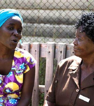 Time de avós voluntárias ajuda a atender pacientes com depressão no Zimbábue