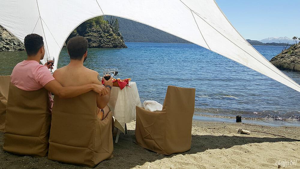 Almoço montado em frente ao Lago Argentino, em Bariloche - Foto: Rafael Leick / Viaja Bi!