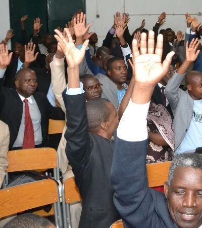 Por que Angola está fechando igrejas evangélicas no país