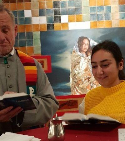 Para impedir deportação de família, igreja holandesa mantém 800 horas de reza