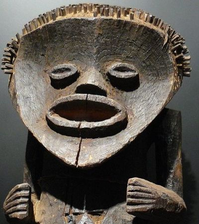 França promete devolver obras de arte africanas roubadas durante colonização