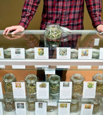 Prefeito é o primeiro a comprar maconha em região dos EUA que acaba de legalizar venda