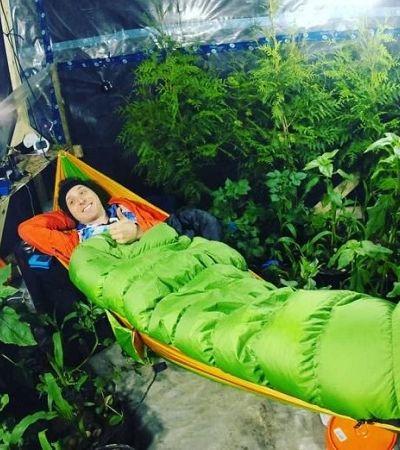 Ele passou dias numa tenda com 200 plantas pra ver se podiam gerar todo oxigênio que ele precisava