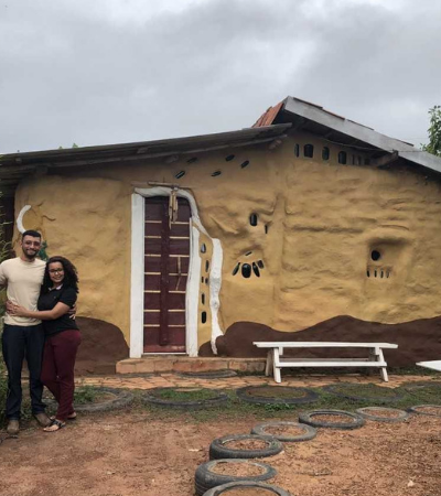 Família inspiradora constrói casa biossustentável com as próprias mãos em apenas 3 meses