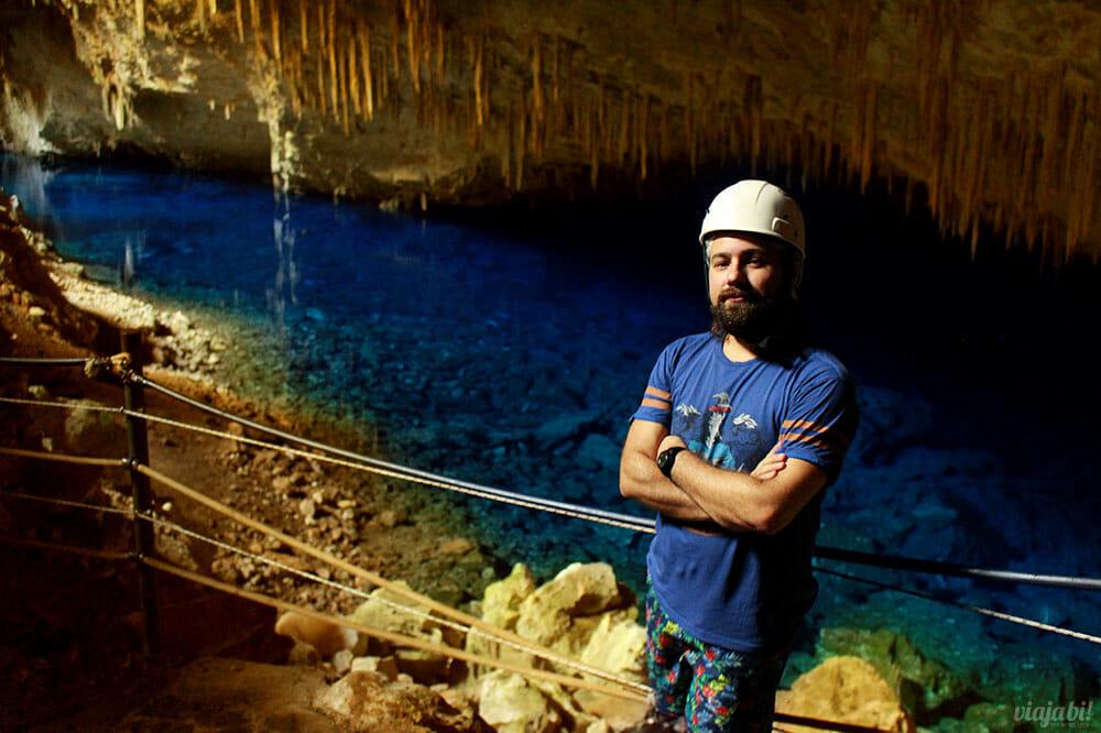 A Gruta do Lago Azul é uma das atrações mais impressionantes de Bonito - Foto: Rafael Leick / Viaja Bi!