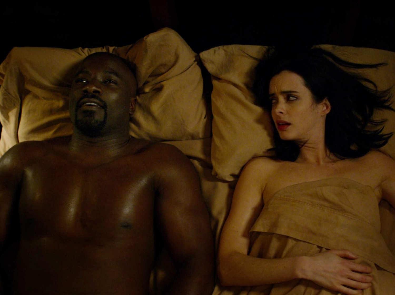 Jessica Jones e Luke Cage em cena de sexo na Netflix