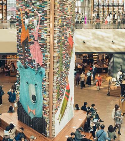 Queremos no Brasil: Decoração de Natal de biblioteca na Coreia do Sul é feita com livros