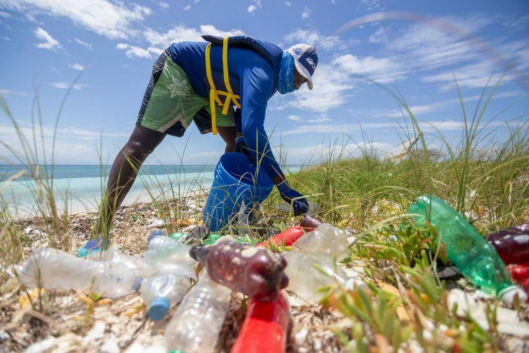 surfista plástico oceano 1