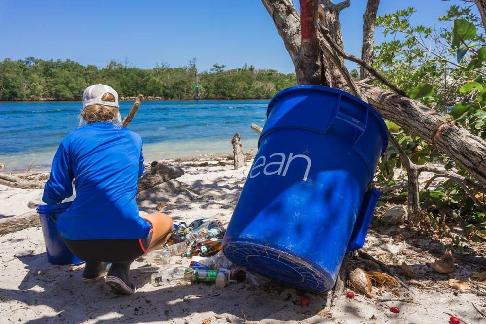 surfista plástico oceano 3