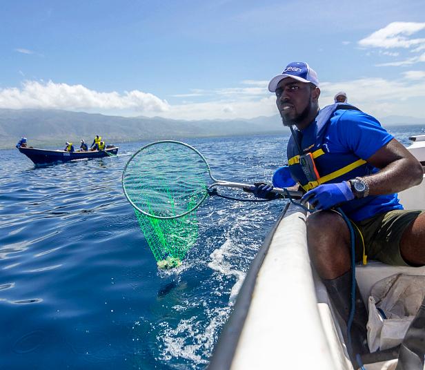 surfista plástico oceano 4