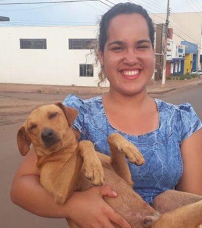 Cachorro espera por 7 horas enquanto tutora faz o Enem em Rondônia