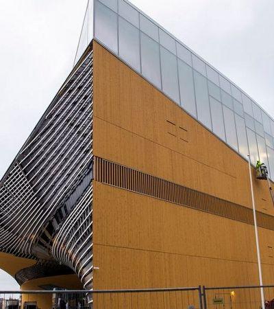 Nova biblioteca pública da Finlândia tem áreas para trabalhar e até estúdio para bandas
