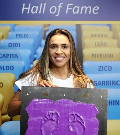 Marta é primeira mulher a receber homenagem na calçada da fama do Maracanã