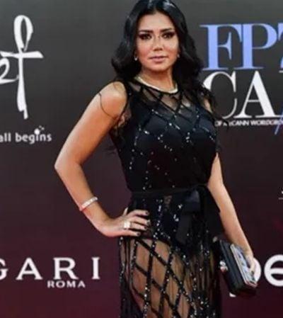 Atriz pode ficar presa 5 anos por usar vestido 'sensual demais'