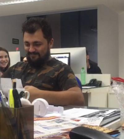 Funcionários esquecem amigo secreto para dar dinheiro para amigo assaltado