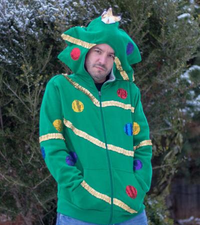 Ele foi intimado pela esposa a fazer um ensaio de Natal e resolveu levar a tarefa a outro nível