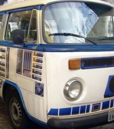 Brasileiro transforma Kombi 'velha' da família em R2-D2, de 'Star Wars'
