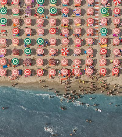 Fotógrafo alemão retrata cenas do verão com cliques simétricos