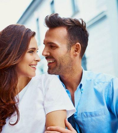4 sinais de atração baseados na linguagem corporal