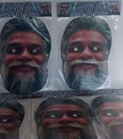 Máscara de Fábio Assunção vai bombar no Carnaval. E isso é bizarro