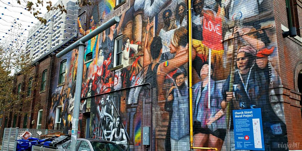 Mural grafitado ao lado do centro comuntário LGBT+ The 519 - Foto: Rafael Leick / Viaja Bi!