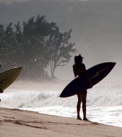 Mergulhe na vibe do Havaí no início dos anos 1970 com estas fotos