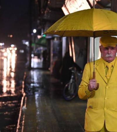 Conheça a história do 'homem amarelo de Aleppo' que só usa amarelo há 35 anos