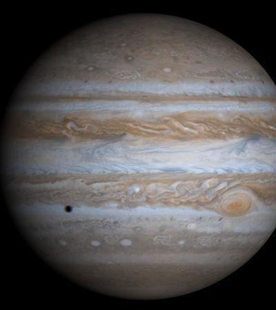 Júpiter fotografado do Polo Sul em altíssima definição parece saído de um sonho