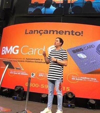 Pastor lança cartão de crédito 'Fé' durante culto e gera revolta nas redes sociais