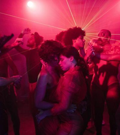 Amor lésbico é celebrado por Camila Pitanga e Bruna Linzmeyer em clipe de Letrux