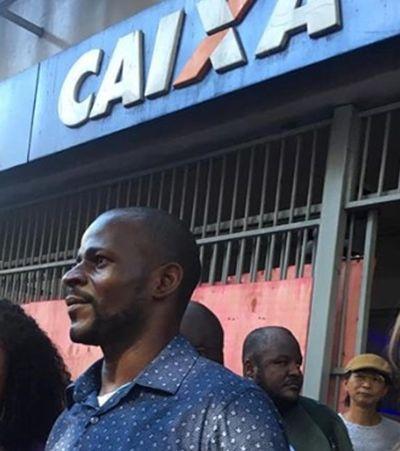 Após racismo, 100 pessoas protestam em agência da Caixa na Bahia