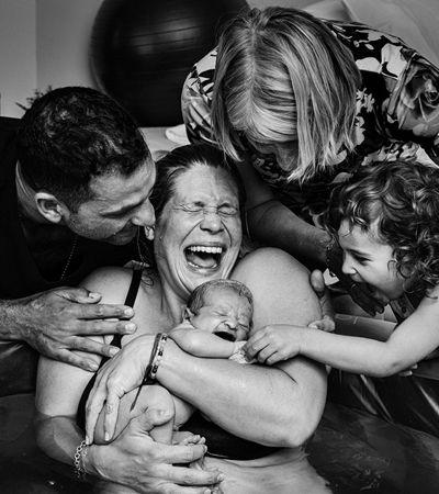 Fotos premiadas de partos transmitem a beleza e a intensidade do nascimento
