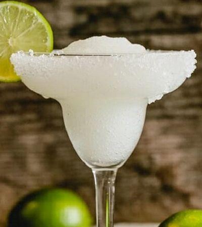 4 receitas práticas, refrescantes e nada enjoativas de drinks pra fazer em casa
