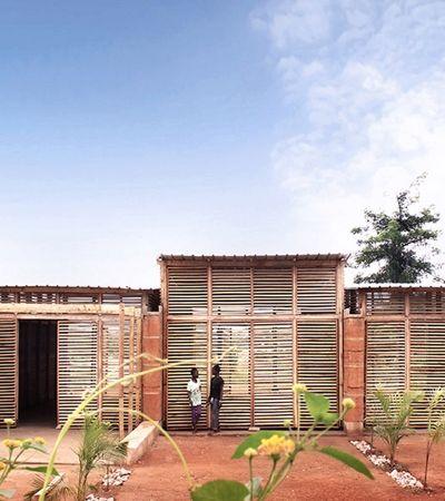 Esta escola sustentável de Gana feita com as mãos é um triunfo humano e arquitetônico