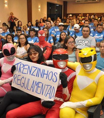 Super-heróis ocupam a câmara para reivindicar seus direitos em Fortaleza