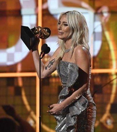 Lady Gaga arrasa no Grammy falando sobre saúde mental