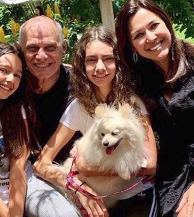Viúva de Boechat mostra cadelinha do casal à espera do jornalista