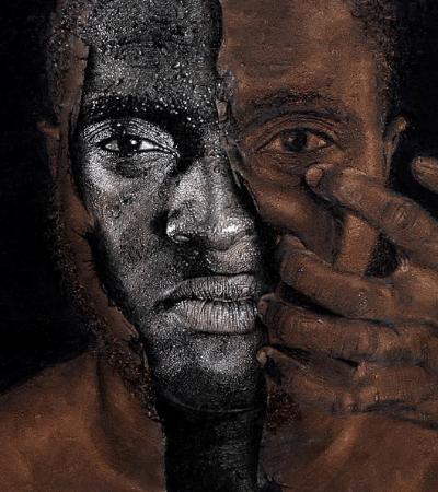 A arte fundamental do artista nigeriano autodidata que usa a pirografia para criar suas obras