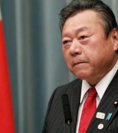 Ministro japonês se atrasa 3 minutos e é obrigado a pedir desculpas publicamente