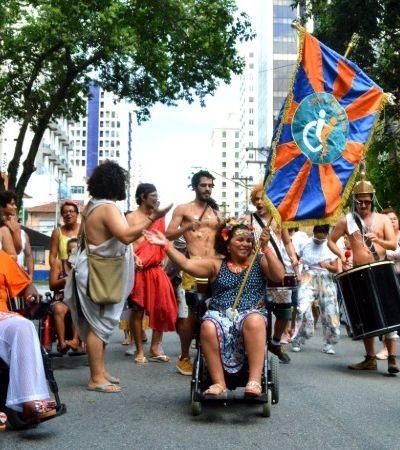 Carnaval inclusivo vai da fantasia ao bloco de rua para pessoas com deficiência em São Paulo