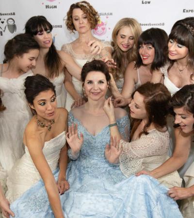 Noiva propõe que madrinhas usem vestidos de seus casamentos para evitar desperdícios