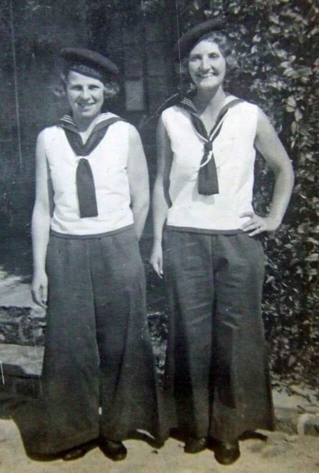 mulheres felizes de calça 16