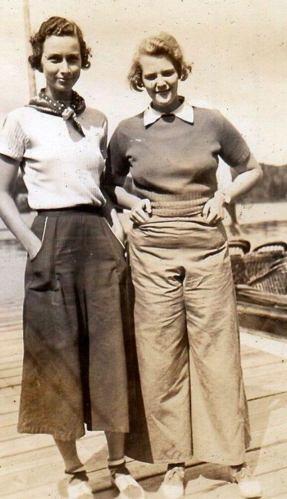 mulheres felizes de calça 22