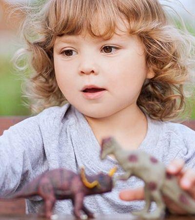 Crianças obcecadas por dinossauros são mais inteligentes, aponta estudo