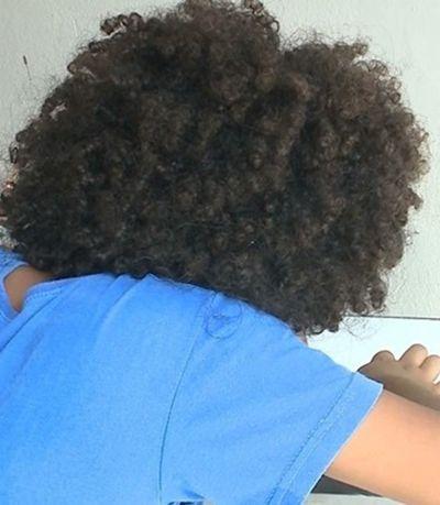 Racismo: Garoto é impedido de se matricular em escola por conta do seu cabelo afro