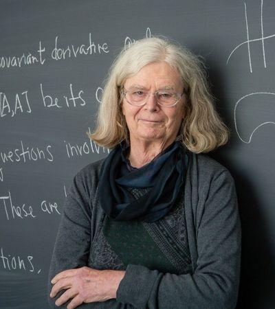Primeira mulher a vencer o 'Nobel da matemática' estudou formas das bolhas de sabão